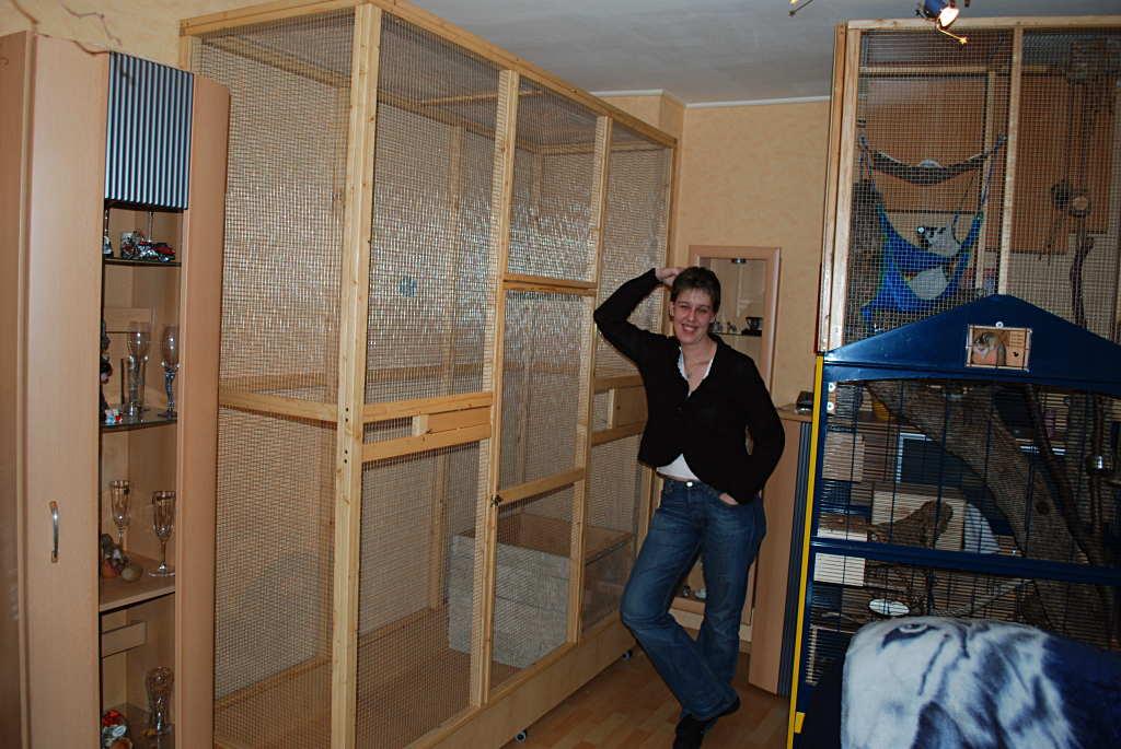 sammy ist umgezogen streifenh rnchen k fig einrichtung. Black Bedroom Furniture Sets. Home Design Ideas